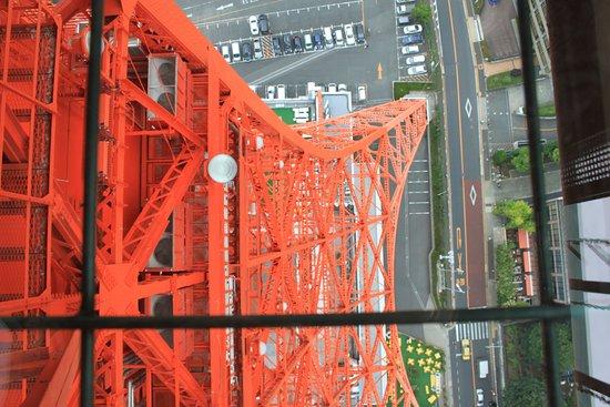 Tokyo Tower: hormigas o coches?