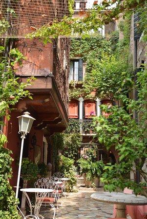 Hotel Flora: photo2.jpg