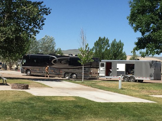 Saint Anthony, ID : We watched a big motor home and trailer get stuck on their way to their camp site