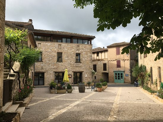 L'Ancienne Auberge: Looking towards the Inn from the church-village town square