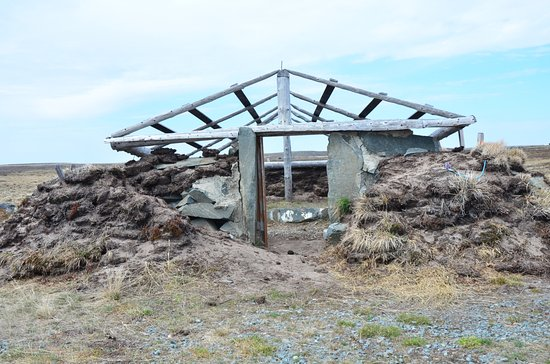 ‪‪Rankin Inlet‬, كندا: Reproduction of an aboriginal dwelling at park‬