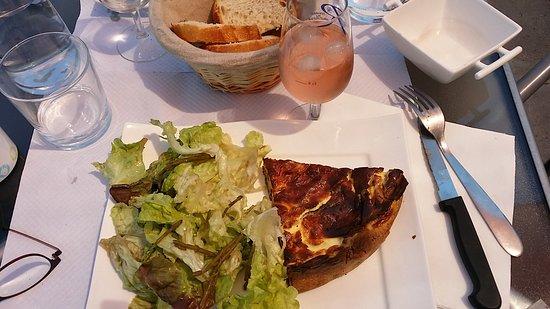 Penestin, Frankreich: La quiche aux sardines et aux algues ! délicieux !