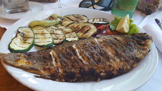 Drvenik, Croazia: Grilled sole with grilled zucchini, peppers and eggplant