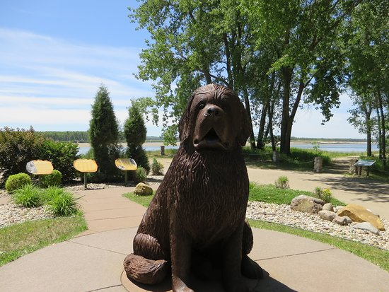 Washburn, ND: Six foot statue of Seaman, Lewis and Clark's dog