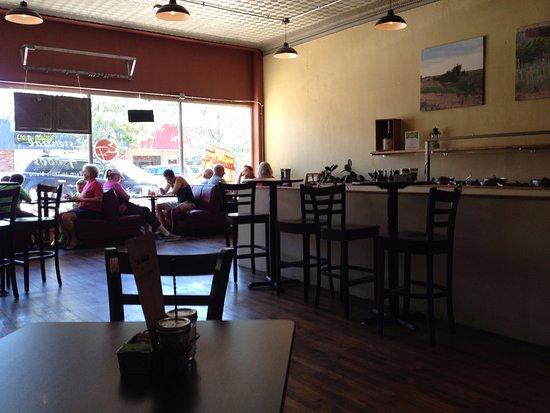 Burlington, Kolorado: Inside of Essential Foods