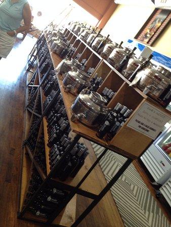 Burlington, Kolorado: Olive Oil & Vinegar Bar at The Market at Health Essentials