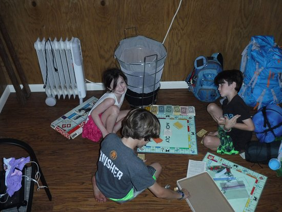 Damascus, VA: Playing Monopoly inside the hostel