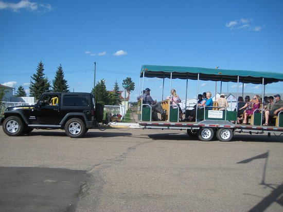 Stettler, Canada: The wagon used to transport passengers from the train to the community hall buffet
