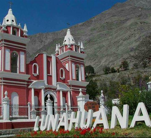 La Confianza Hotel - Lunahuana: Iglesia de Lunahuaná