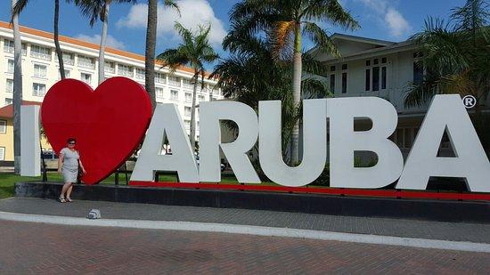 Sint-Eustatius: Lekker shoppen in het centrum van Oranjestad.