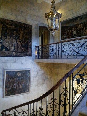 Grignan, France: Escalier principal entrée du chateau