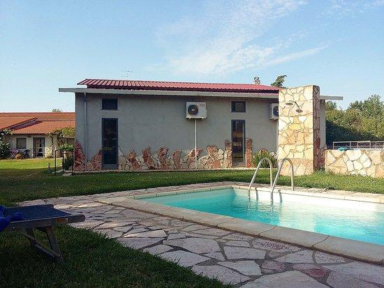 Tuscania, Italien: La piscina