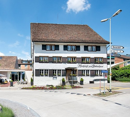 Wallisellen, Swiss: Restaurant zum Doktorhaus