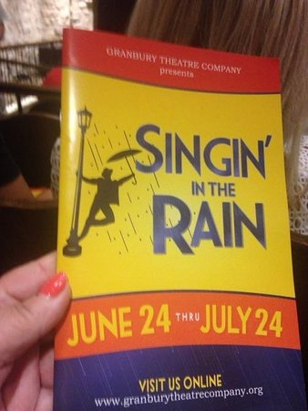 ‪‪Granbury‬, تكساس: The playbook for Singing in the Rain.‬