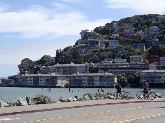 Sausalito, CA: Maison à flanc de colline