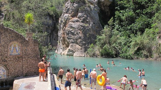Do! Valencia Hot Spring Day Tours: Very busy on a Saturday in July