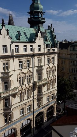 Hotel Paris Prague: View to our room on the 3rd floor with double balcony