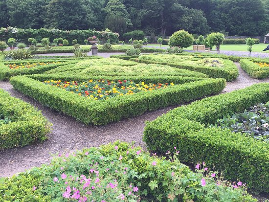 Muckross House, Gardens & Traditional Farms: The gardens (there are several area) are beautiful and formal.