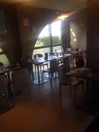 Campanile Livry Gargan : Salle restaurant