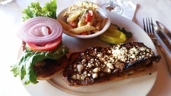 Grass Valley, Kalifornien: Classic steak sandwich with just a hint of Gorgonzola not over powering.