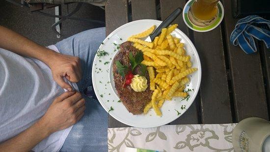 Marktredwitz, Duitsland: 400 gramm fleisch!!! Lecker. 20€