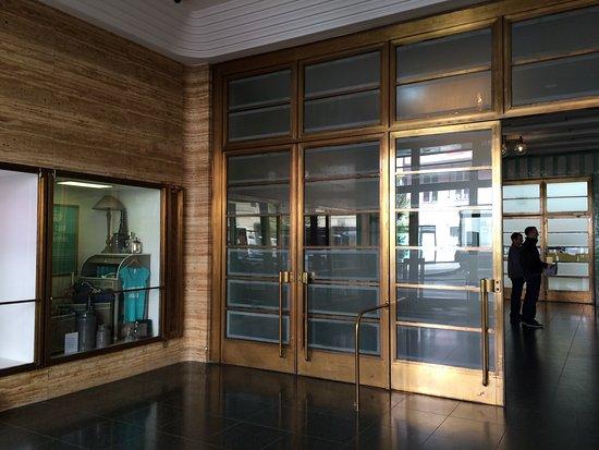 Ellington Hotel Berlin: Entree