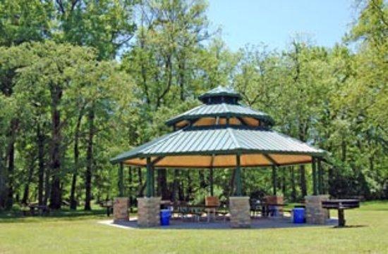 Bridgewater, NJ: Duke Island Park Pavillion