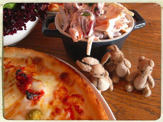 Newport -Trefdraeth, UK: costa del Newport pizza on gluten free, coleslaw & mixed leaf salad - 2 rabbits & a bear travel