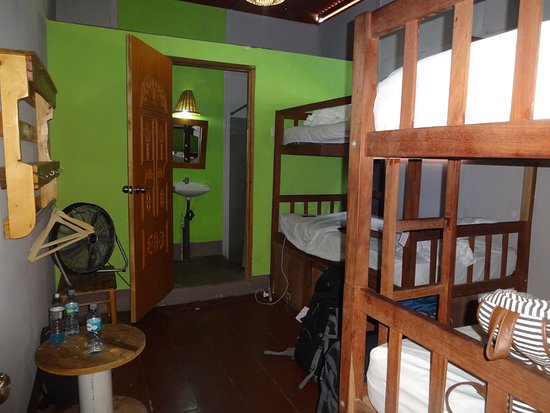 Hostel Surfing Donkey: private 4 bed room with private bathroom