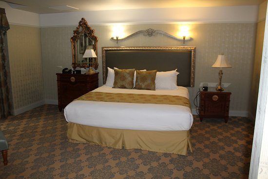 West Baden Springs, IN: The king size bed.