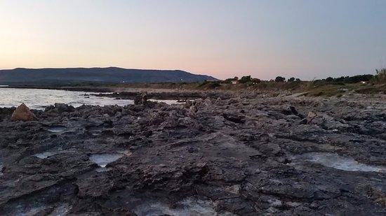 Kounopetra, Grecia: Scogliera vicino