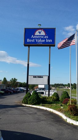 Americas Best Value Inn : this was no value - poor reflection on Lynchburg, VA area