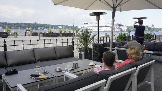Elite Hotel Marina Tower: Uteserveringen