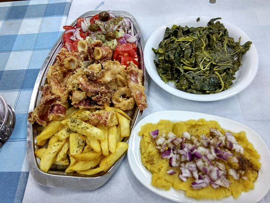 Rafina, Greece: Menu kalamari, fava, boiled vegetables
