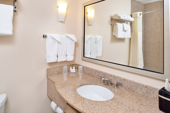 Hotel Vue: Guest Bathroom