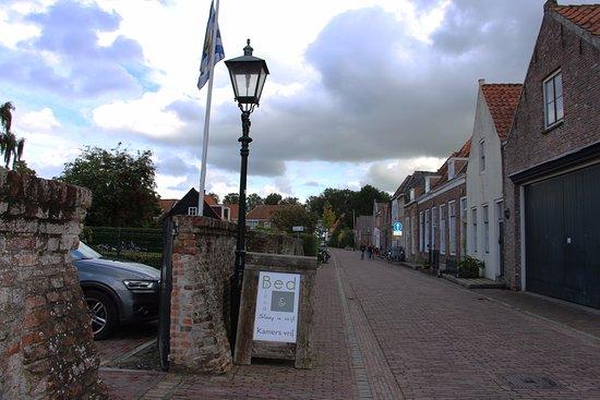 Veere, The Netherlands: Zufahrt zum privaten Parkplatz