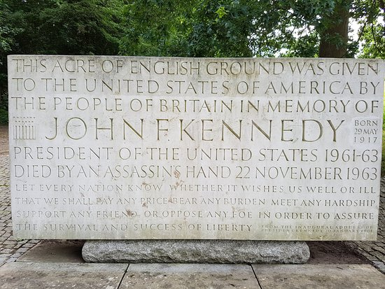 Egham, UK: Kennedy Memorial, Runnymede