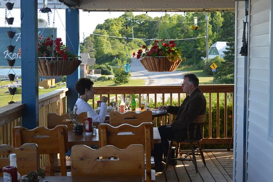 Meldrum Bay, Canada: A great table location!