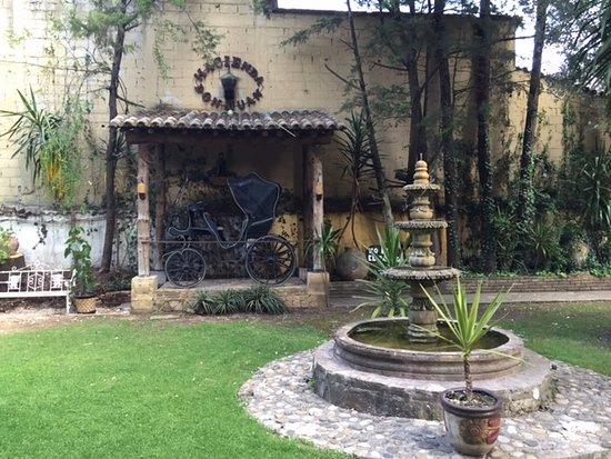 Hacienda Don Juan Hotel : Hotel courtyard