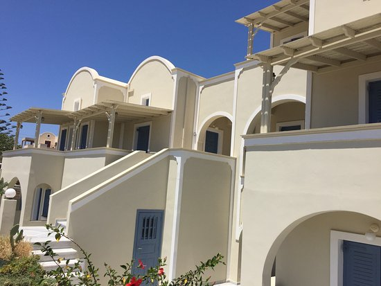 Monolithia Seaside Traditional Houses