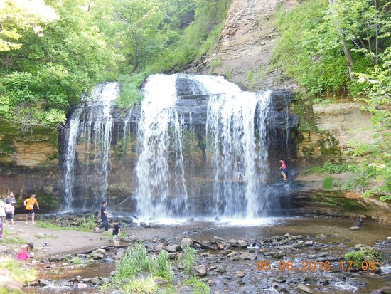 Osceola, WI: walking under the falls