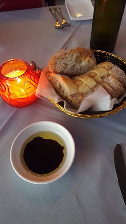 Katy, Техас: Bread, oil, and vinegar to start your meal