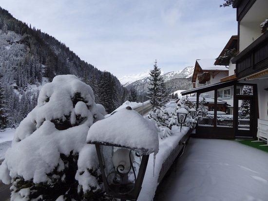 Alpenhof Hotel: Prachtig uitzicht vanaf het bordes van het hotel.