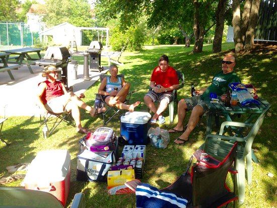 Wolfville, Kanada: Sitting around - you can see why we may have been in trouble!