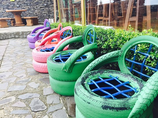 Cabinas and Hotel Vista Al Golfo: These tire chairs were set-up out on the outdoor patio! Love how they repurposed materials.