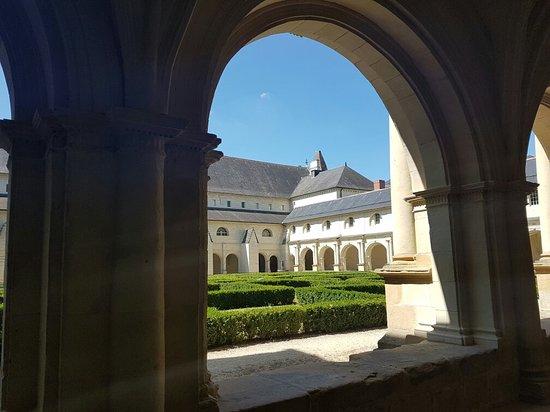 Fontevraud-l'Abbaye, ฝรั่งเศส: Abbaye Royale de Fontevraud