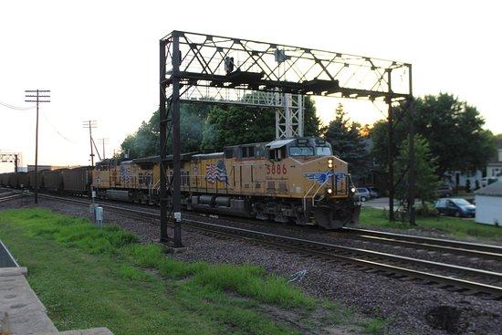 Rochelle, IL: East bound Union Pacific headed to Chicago, Il.