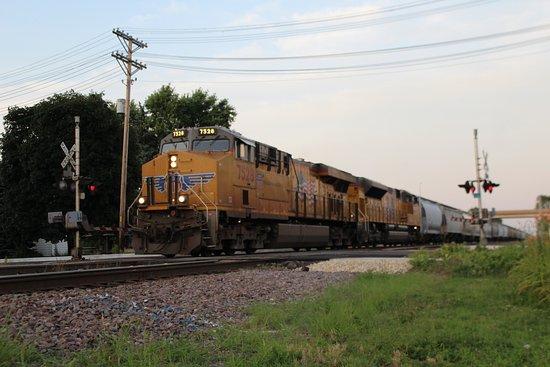Rochelle, IL: West bound Union Pacific 7528