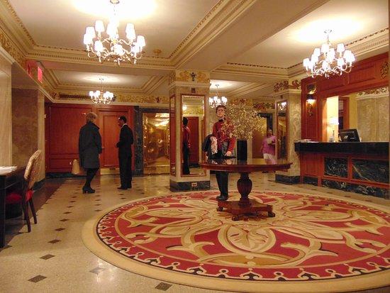 The Milburn Hotel: Recepción
