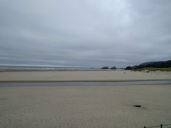 The Waves: Morning view; beautiful even on a cloudy day.